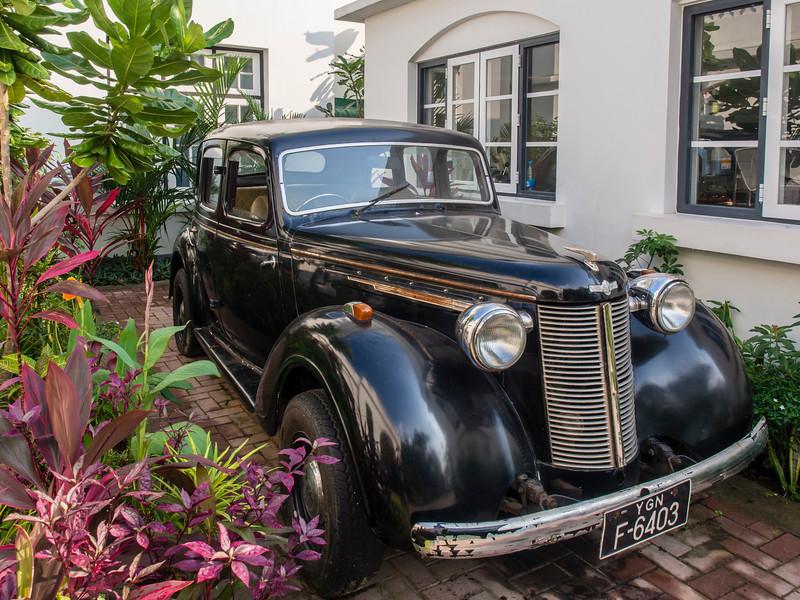 Old car at Le Planteur Restaurant