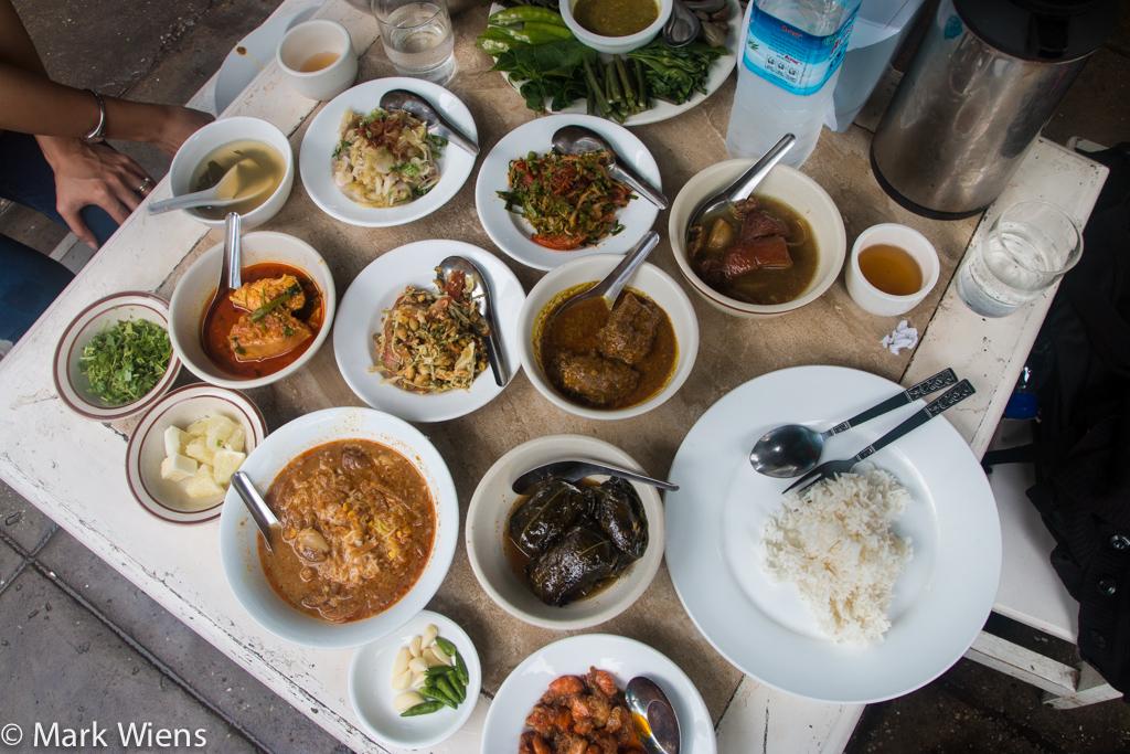 Burmese curry meal