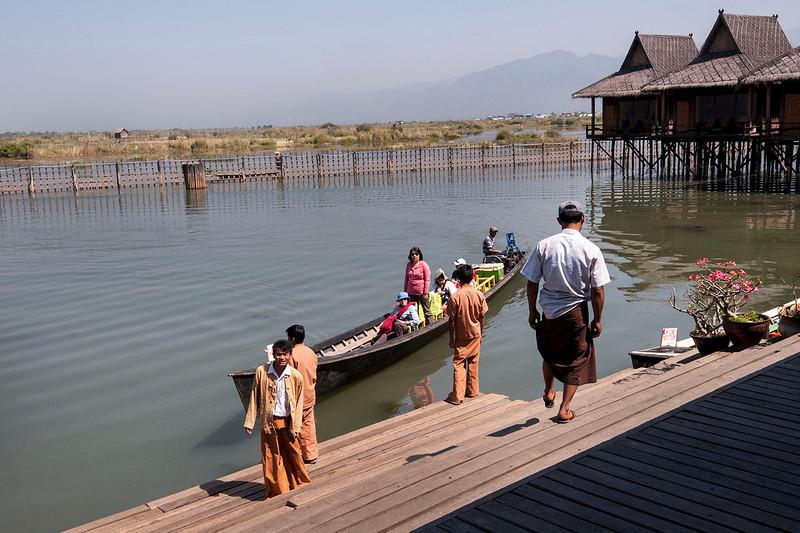 Arriving in style, Shwe Inn Tha Floating Resort