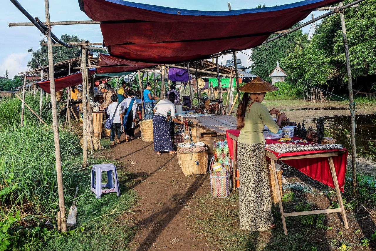 Souvenir stalls at Ywa-ma Floating Village