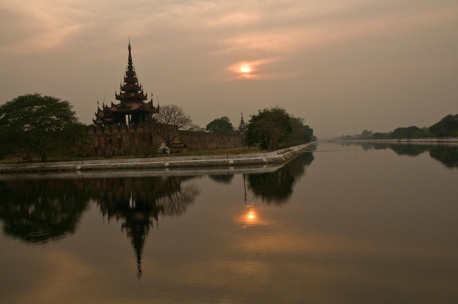 Mandalay Palace-Sunset-BUR_9142