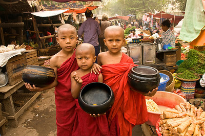 Monks w begging bowls-BUR_8674
