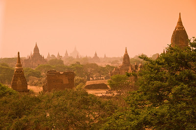 Pagodas on Bagan Plain-BUR_8720