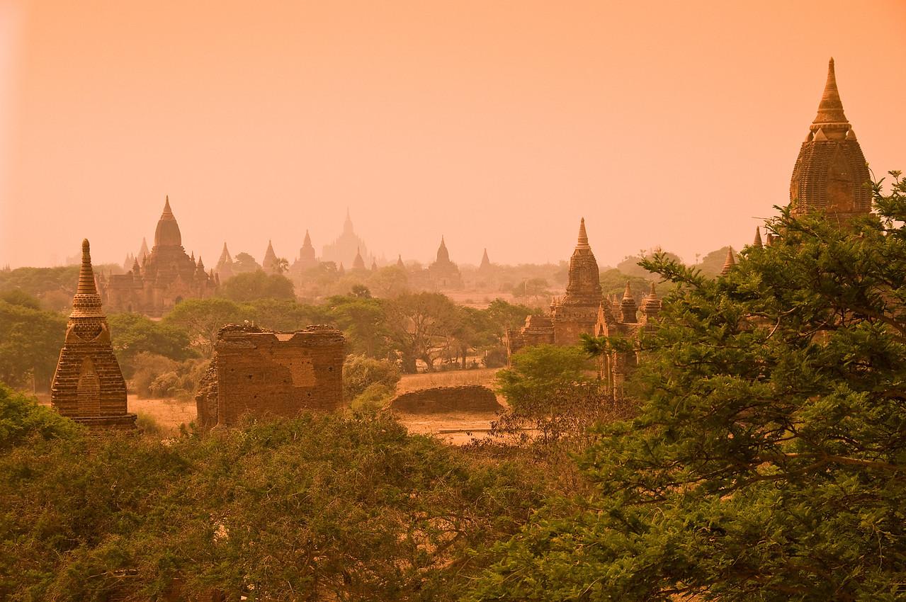 Pagodas on Bagan Plain-BUR_8720