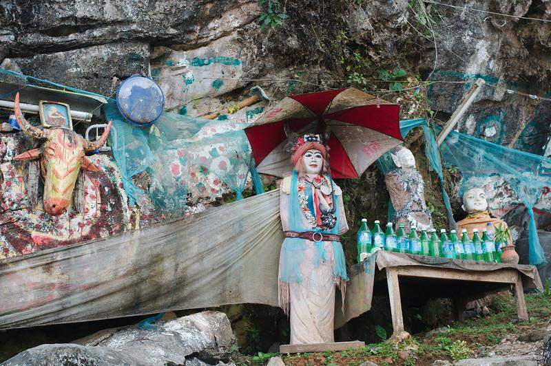 Monks dwelling outside the Kawt-Ka-Thaung Cave