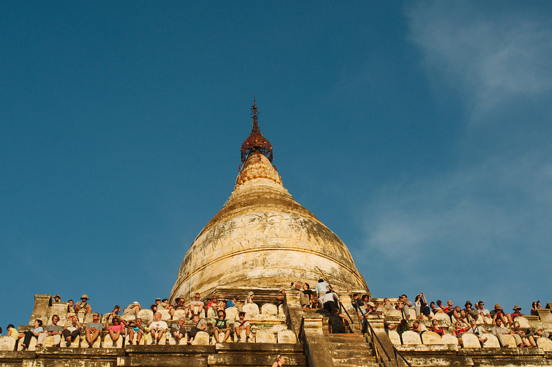 Crowds at Shwesandan Paya for sunset