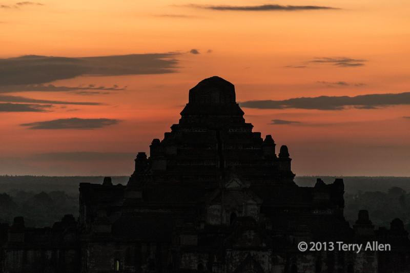 Dhammayangyi temple at sunrise-2, Bagan, Myanmar