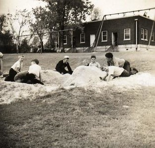 Children in a Sandbox III (01649)