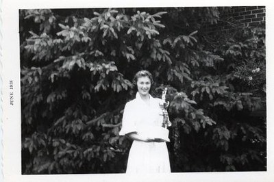 Jean Shaner Lee with Tennis Trophy II (00487)