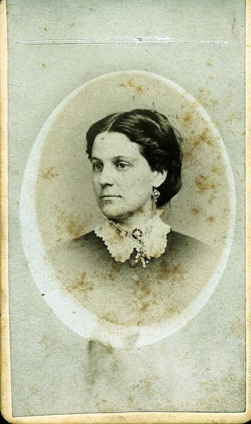 Unidentified Woman with Lace Collar (07064)