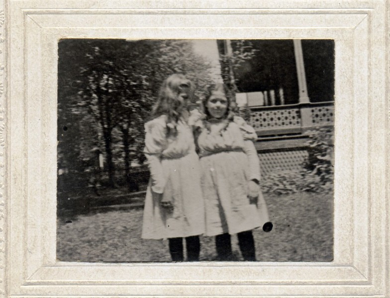 Two Unidentied  Girls in a Yard (07062)