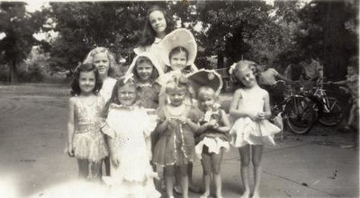Unidentified Group Photo (02196)
