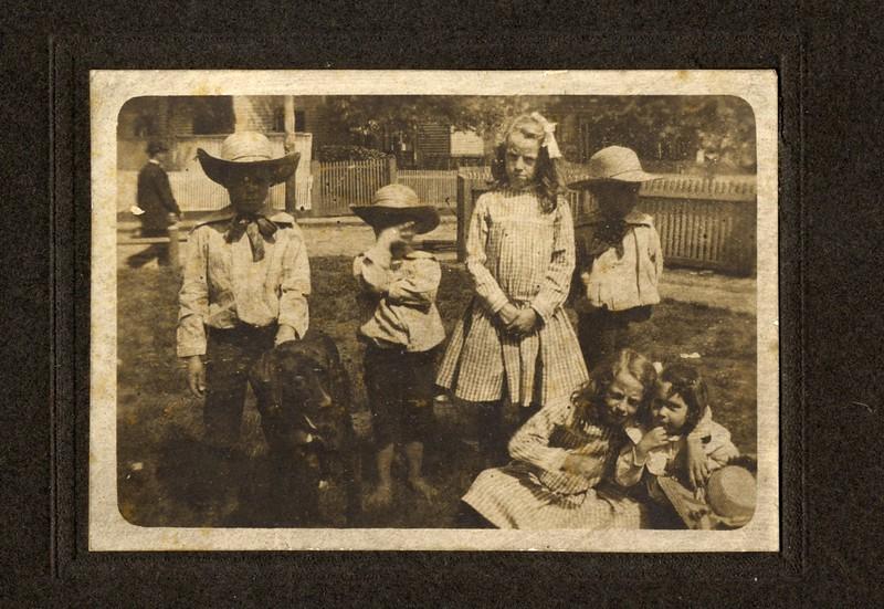 Children in the Yard (03363)