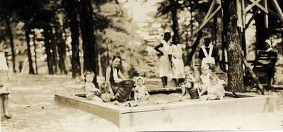 Children in a Sandbox (02327)