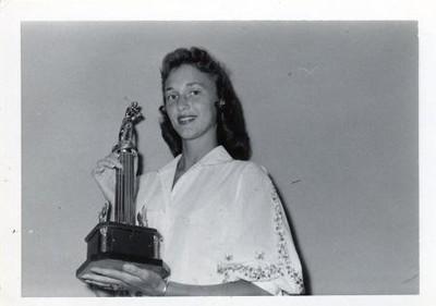 Jean Shaner Lee with Tennis Trophy III (00488)