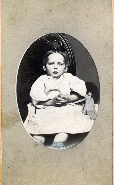 Child in Chair with Folded Hands (07069)