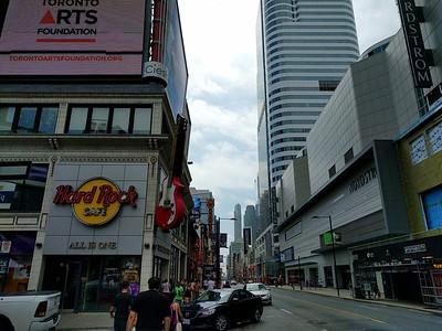 020 - Toronto - Dundas Yonge Square
