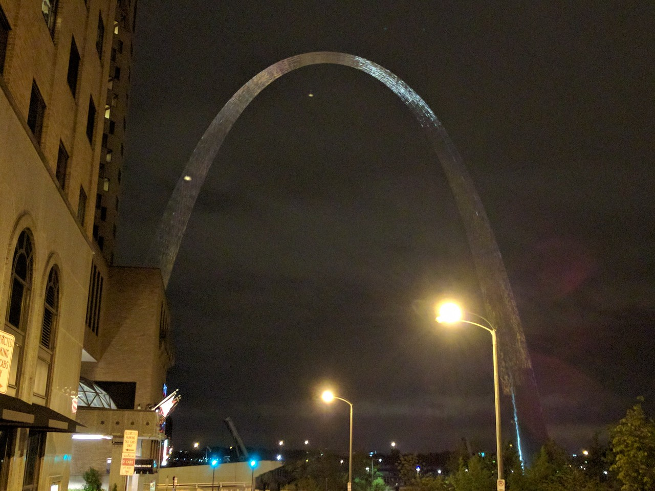 060 - St  Louis - Gateway Arch at Night