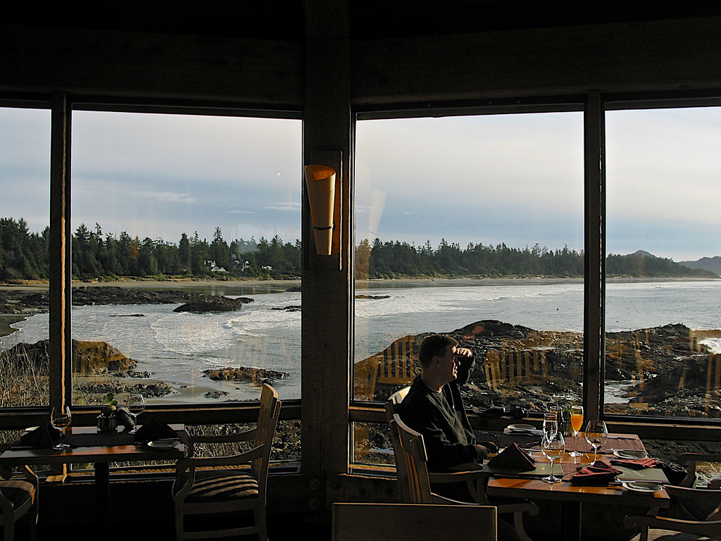 The dining room juts out over the Pacific and has great views down Chetermann Beach.