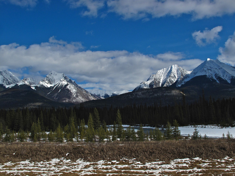 The park was declared a UNESCO World Heritage Site in 1984, together with the other national and provincial parks that form the Canadian Rocky Mountain Parks, for the mountain landscapes containing mountain peaks, glaciers, lakes, waterfalls, canyons and limestone caves as well as fossils found here.