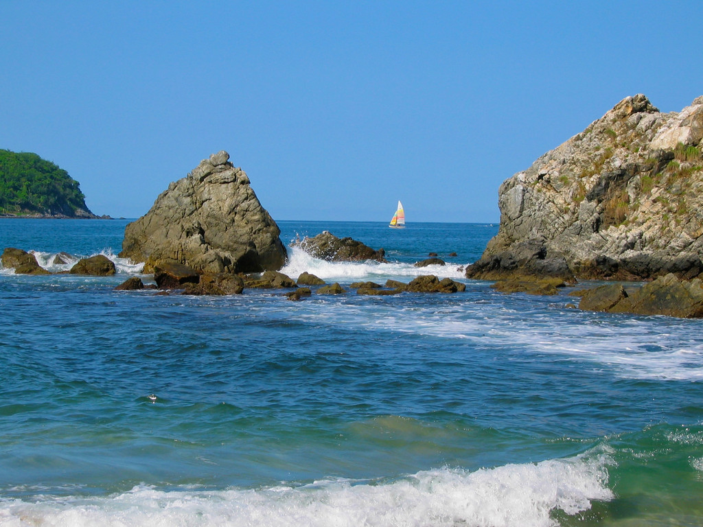 You can easily walk up and down the entire stretch of Playa del Ropa beach in 20 minutes.