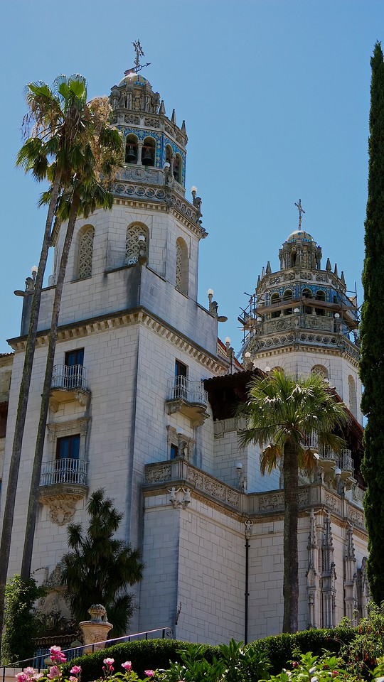 Hearst Castle featured 56 bedrooms, 61 bathrooms, 19 sitting rooms, 127 acres (0.5 km] of gardens, indoor and outdoor swimming pools, tennis courts, a movie theater, an airfield, and the world's largest private zoo. Zebras and other exotic animals still roam the grounds.