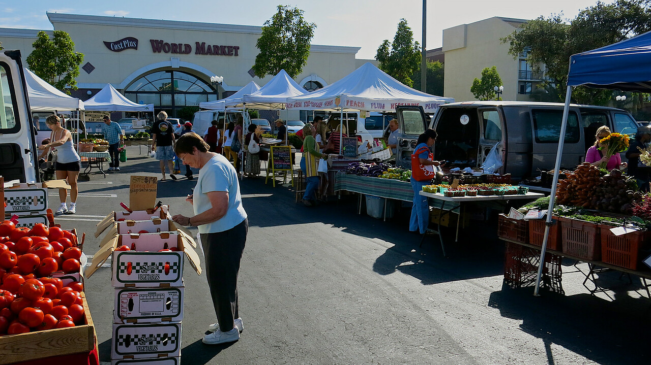 With over 60 vendors, the Saturday morning San Luis Obispo farmer's market is the largest of the 5 markets in SLO County.