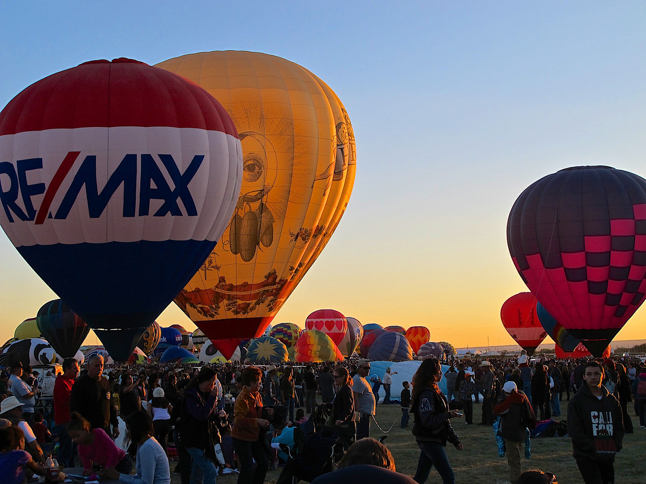 The first fiesta ended up as a gathering of 13 balloons on April 8, 1972, sponsored by KOB. The first event was located in the parking lot of the Coronado Center Shopping Mall with 20,000 spectators and with balloonists from Arizona, California, Iowa, Michigan, Minnesota, Nevada and Texas taking part.