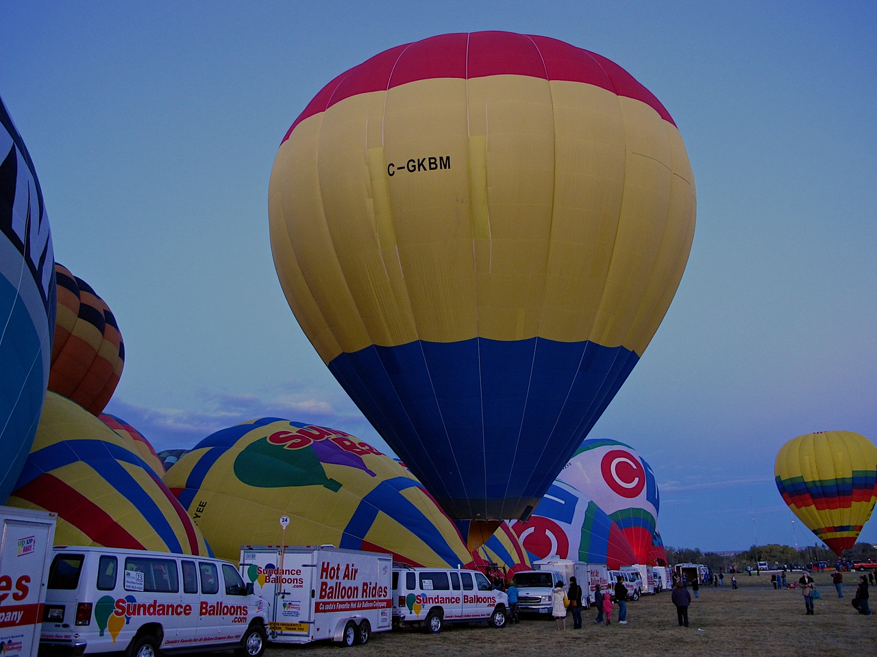 The balloon fiesta began in 1972 as the highlight of a 50th birthday celebration for 770 KOB Radio. Radio station manager Dick McKee asked Sid Cutter, owner of Cutter Flying Service and the first person to own a hot air balloon in New Mexico, if KOB could use his new hot-air balloon as part of the festivities. The two began discussing ballooning, along with conversation and help from Oscar Kratz, and McKee asked what the largest gathering of hot air balloons to date had been which was 19 balloons in England.