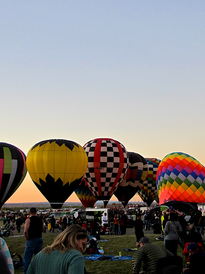 The next year Albuquerque hosted the first World Hot-Air Balloon Championships in February and the fiesta became an international event. In 1975 Albuquerque was looking at hosting the World Championships again, but the event was scheduled for October.