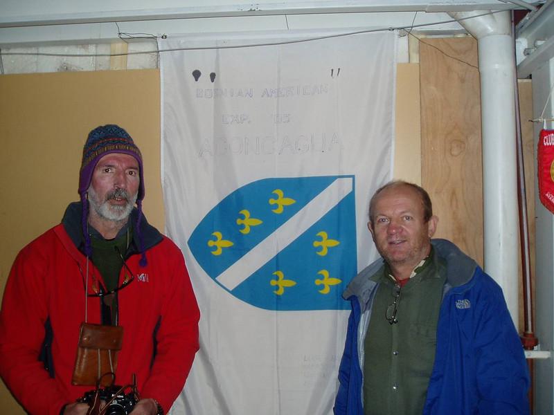 Fikret and I left our flag in the Refugio Plaza de Mulas(4,370m / 14,000ft).