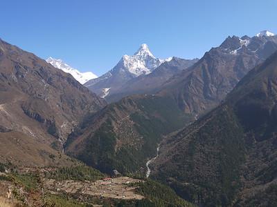 Fascinating Ama Dablam (6.856 m) dominate the horizon.