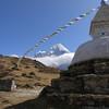 Approaching Khumjung (3.780 m).<br /> Thamserku (6.608 m) is visible behind.