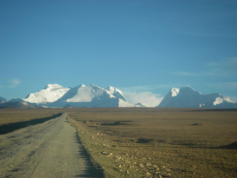 Tsong La pass (17,977ft/5.480m) – Langtang Himal behind