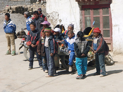 Kids from Tashi Zong (4.185m = 13,730ft)