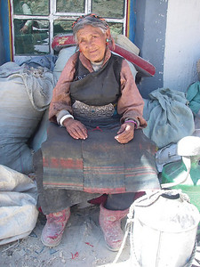 Woman from Tashi Zong (4.185m = 13,730ft)