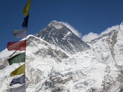 Zoom view towards Everest (8.850 m = 29,035 ft) from Kala Patthar (5.550 m = 18,209 ft).