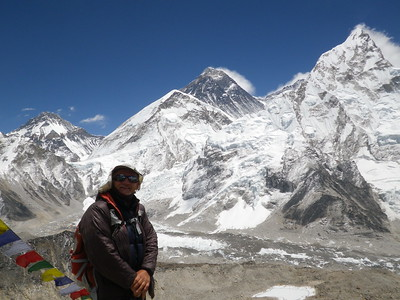 View towards Everest (8.850 m = 29,035 ft) from Kala Patthar (5.550 m = 18,209 ft).