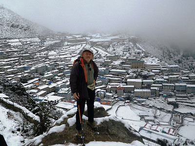Snowy morning above Namche Bazar (11,286ft = 3.440m).