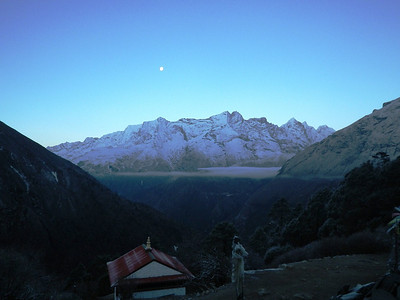 Early morning at Tengboche (12,664ft = 3.860m) where we spent Apr 8th night.