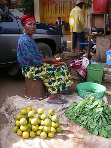 Tanzania's farmers market. Coffee, bananas, mangos, beans, potatos, cabbage, tomatoes are planted at the mountain slopes