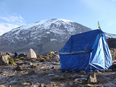 Karanga Camp reached in 4.5 hrs. Elevation - 4040 m.