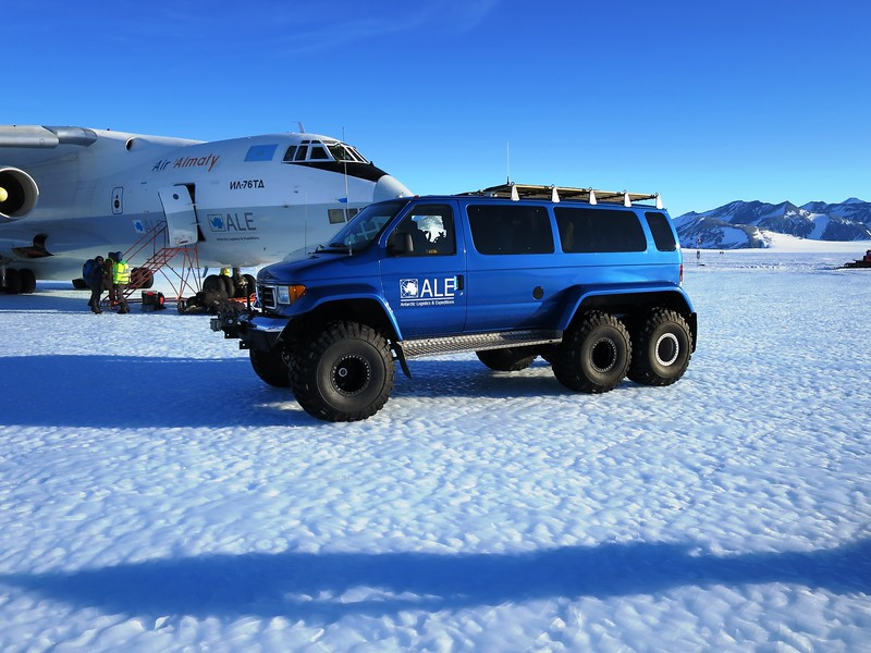 Special vans are used for transport to Union Glacier camp about 6.5 miles (10,5 km) away.