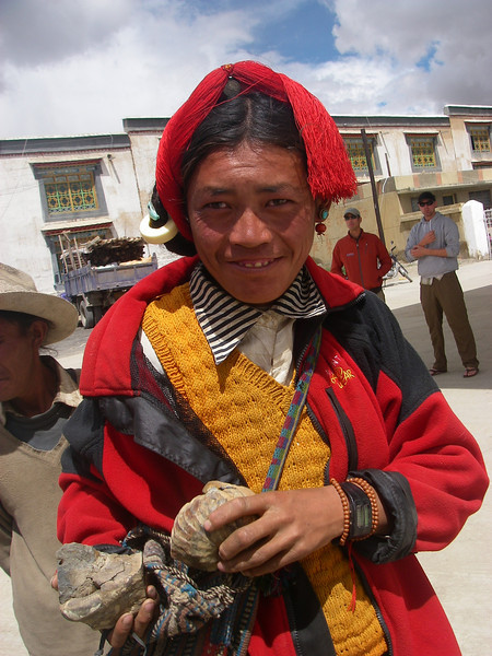 Tibetan souvenir salesman. New Tingri  - Tibet (13,123ft/4.000m).