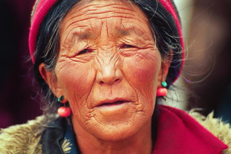 Tibetan woman. Lhakpa La  - Tibet (16,929ft/5.160m).