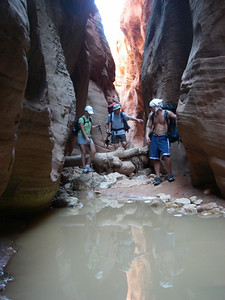Also along the route, small areas of quicksand can be found. Slot canyons are particularly dangerous due to the risk of flash floods.