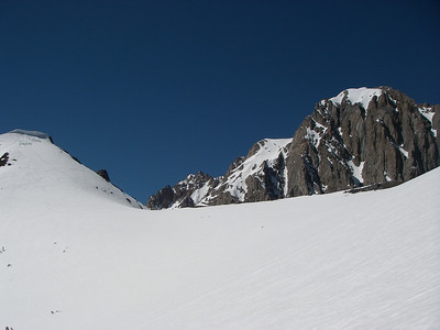 Closer to the ridge and Mount Morisson (12,268ft = 3.739m)
