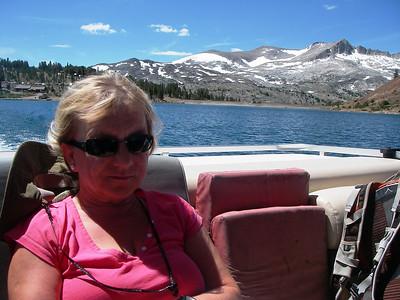 We approached trek loop by motor boat on Saddlebag Lake (3.068m or 10,066ft)