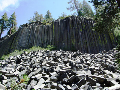 Another angle of Devil's Postpile... John Muir and Pacific Crest trails are passing this area. The 211-mile-long John Muir Trail links Yosemite and Sequoia/Kings Canyon National Parks. The Pacific Crest Trail goes from Canada to Mexico.