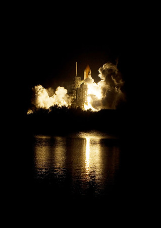 STS126 launch imagery